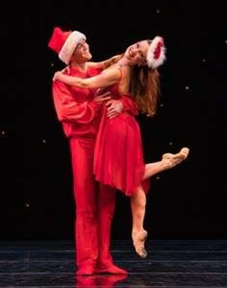 """Smuin dancers Jonathan Powell and Erin Yarbrough-Powell appear in """"White Christmas,"""" choreographed by dancer Ben Needham-Wood, part of Smuin's annual """"The Christmas Ballet.""""  Photo: Keith Sutter Photo: Keith Sutter"""