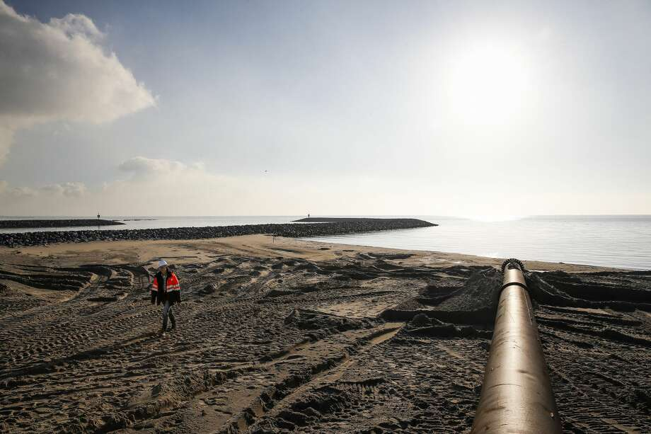 A chain of islands are being built in the Netherlands to help clean Markermeer Lake, act as an area for silt to collect, create a habitat for birds and provide a new recreation area for people. Photo: Michael Ciaglo/Houston Chronicle