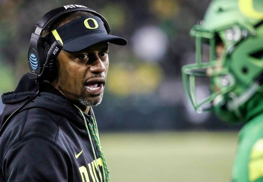 Oregon head coach Willie Taggart gives feedback from the sidelines against Oregon State in an NCAA college football game Saturday, Nov. 25, 2017 in Eugene, Ore. (AP Photo/Thomas Boyd) ORG XMIT: ORTB115 Photo: Thomas Boyd / AP Photo