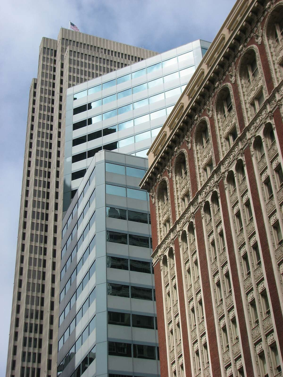353 Sacramento is an icy metal tower in San Francisco's financial district -- an odd fit, but one that wears well with age.
