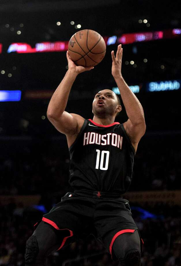 Guard Eric Gordon decides to attack the basket rather than just catch and shoot. Photo: Kyusung Gong, FRE / KYUSUNG GONG