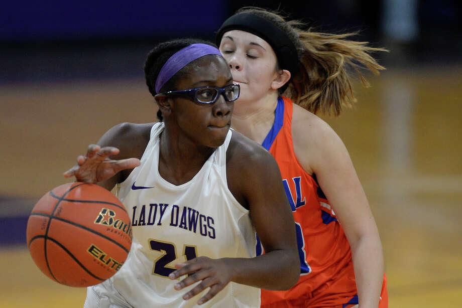 Midland High's Jurnee Williams (21) runs a play against San Angelo Central on Dec, 5, 2017, at Midland High. James Durbin/Reporter-Telegram Photo: James Durbin