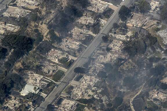 Homes burned to the ground in view of the Thomas fire from helicopter in Ventura County, Calif., on Dec. 5, 2017. (Brian van der Brug/Los Angeles Times/TNS)
