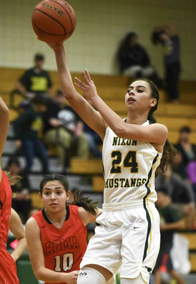Nixon guard Jennifer Pena had a team-high 14 points as the Lady Mustangs opened up District 31-5A play on Tuesday with a 66-21 win over Roma. Photo: Danny Zaragoza /Laredo Morning Times