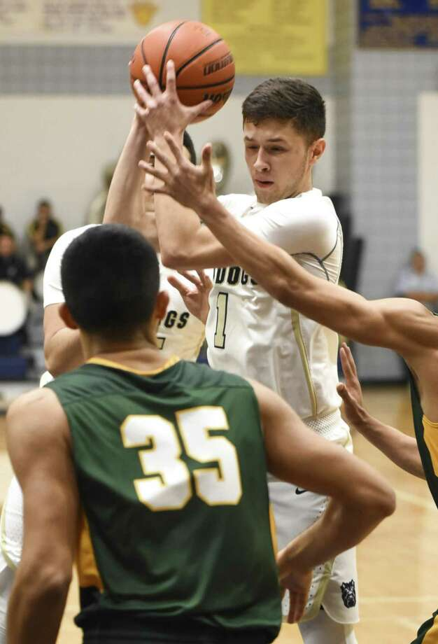 Marco Peña made seven 3-pointers and scored a game-high 38 points in Alexander's 89-87 loss in double overtime Tuesday against Nixon. Photo: Danny Zaragoza /Laredo Morning Times