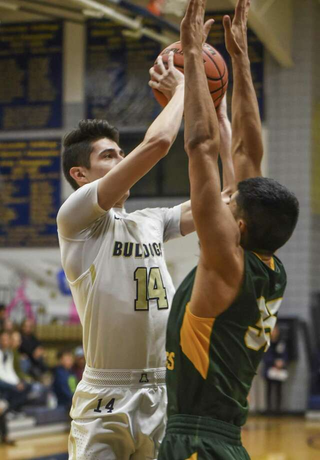 Kike Perez had 12 points Saturday in Alexander's 75-74 win over Harlingen in the fifth-place game at the PSJA Tournament. Photo: Danny Zaragoza /Laredo Morning Times File