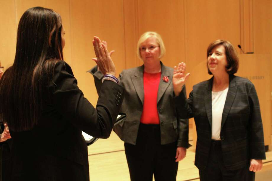 Newly elected selectman Deborah McFadden and re-elected selectman Lori Bufano are sworn in on Thursday, Nov. 30, 2017. Photo: Stephanie Kim / Hearst Connecticut Media