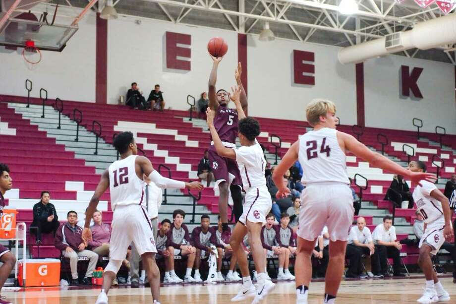 Javonne Lowery pulls up for a jump shot against Clear Creek Tuesday night in the Oilers' 59-50 win over the Wildcats at Carlisle Fieldhouse. Lowery scored 17 points in the victory. Photo: Kirk Sides