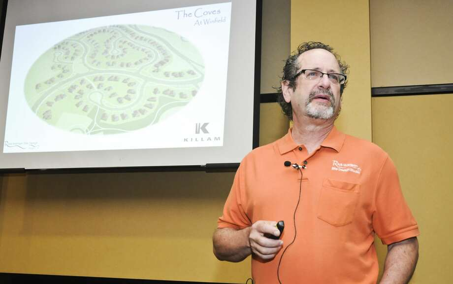 Rick Harrison speaks during the Coves & Winfield workshop Wednesday morning at Embassy Suites. Photo: Ulysses S. Romero/Laredo Morning Times