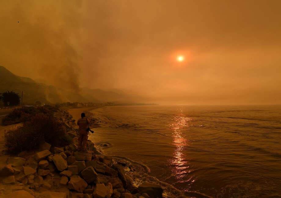 Heavy smoke covers the seaside enclave of Mondos Beach in Ventura County as flames from the Thomas Fire reached the coast. Photo: MARK RALSTON, AFP/Getty Images