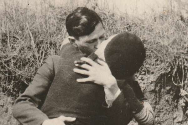 Bonnie & Clyde, Kissing & Embracing, 1933,  Courtesy PDNB Gallery, Dallas, TX