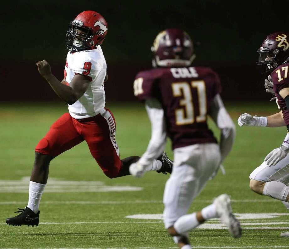Fresh on the scene, North Shore freshman QB Dematrius Davis takes on tradition-rich Katy this week. Photo: Yi-Chin Lee, Houston Chronicle / © 2017  Houston Chronicle