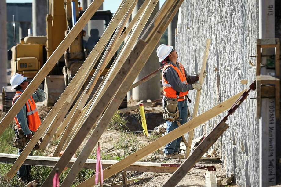 Construction continues on the Rayford Road widening project on Monday, Nov. 27, 2017. Photo: Michael Minasi, Staff Photographer / © 2017 Houston Chronicle
