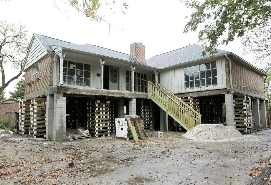 A home on Braesvalley Drive in the Meyerland neighborhood is in the process of being raised by Arkitekture Development photographed on Wednesday, Dec. 6, 2017, in Houston. ( Elizabeth Conley / Houston Chronicle ) Photo: Elizabeth Conley, Chronicle / © 2017 Houston Chronicle