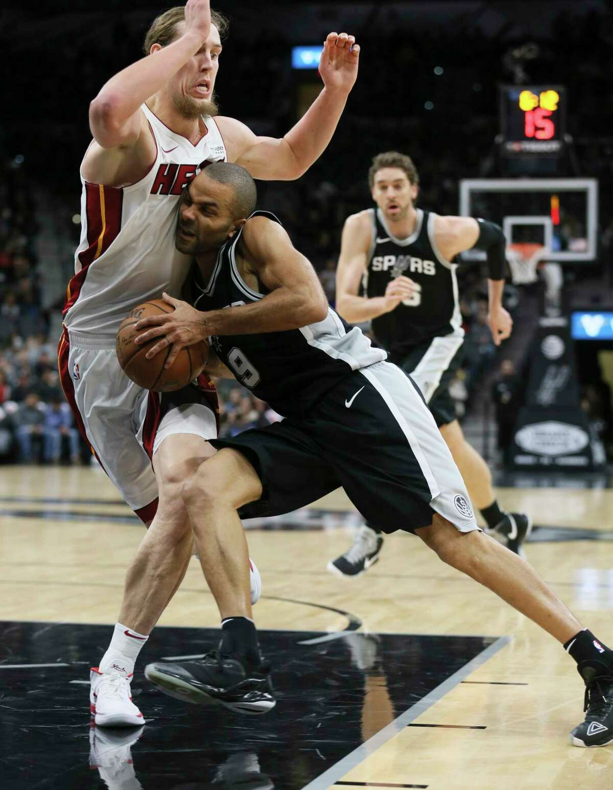Spurs' Tony Parker (09) drives with the ball against Miami Heat's Kelly Olynyk (09) at the AT&T Center on Wednesday, Dec. 6, 2017.