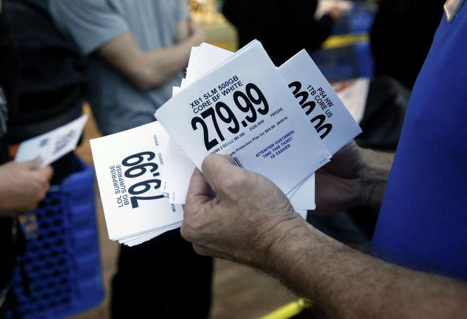 A Toys R Us manager in Texas hands out tickets on Thanksgiving, Nov. 23, 2017. On Dec. 6, 2017, a U.S. Bankruptcy Court judge approved the company paying $16 million in bonuses to senior executives with the tacit approval of lenders, overriding objections from the U.S. Department of Justice. Photo: Guy Wathen / The Chronicle / online yes