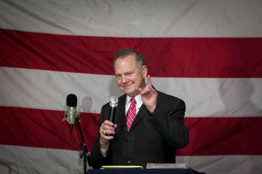 Roy Moore, Republican candidate for Senate from Alabama, at a campaign rally in Fairhope, Alabama, on Dec. 5, 2017. Photo: Bloomberg Photo By Nicole Craine. / © 2017 Bloomberg Finance LP