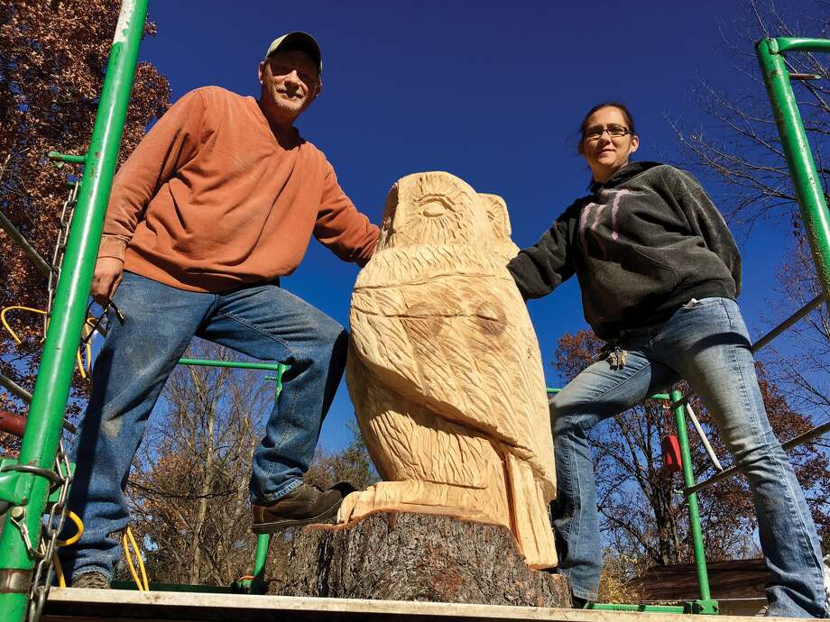 Brian Willis and Jessica Kuehnel of Chainsaw Sculptures in Granite City work on their project on Franklin Avenue. Photo: Steve Horrell • Shorrell@edwpub.net