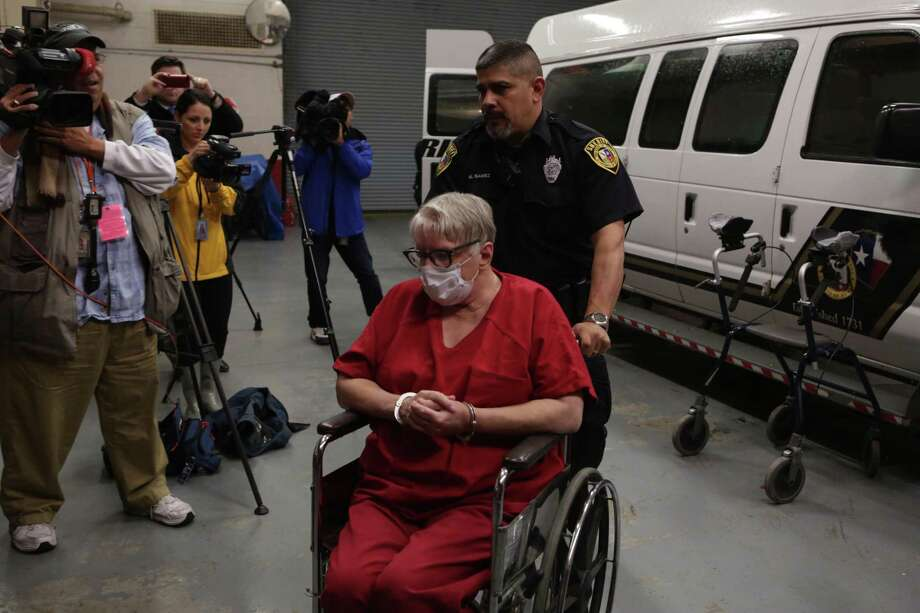 Convicted child killer Genene Jones arrives at the Cadena-Reeves Justice Center for arraignment before District Judge Frank Castro in the 399th State District Court on Thursday, Dec. 7, 2017. Photo: Bob Owen, Staff / San Antonio Express-News / San Antonio Express-News
