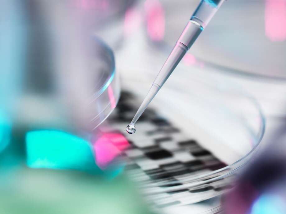 Loosening regulations of the FDA approval process makes it easier for companies to develop and market at-home genetic testing to consumers. Photo: Andrew Brookes / Getty Images