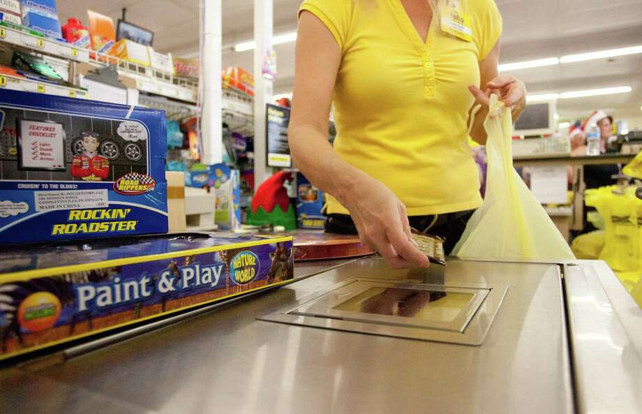 On Thursday, Dec. 7, 2017, Dollar General announced plans to open 900 new stores nationally in the coming year. Photo: Eric S. Swist / Staff Photo By Eric S. Swist / Staff photo by Eric S. Swist