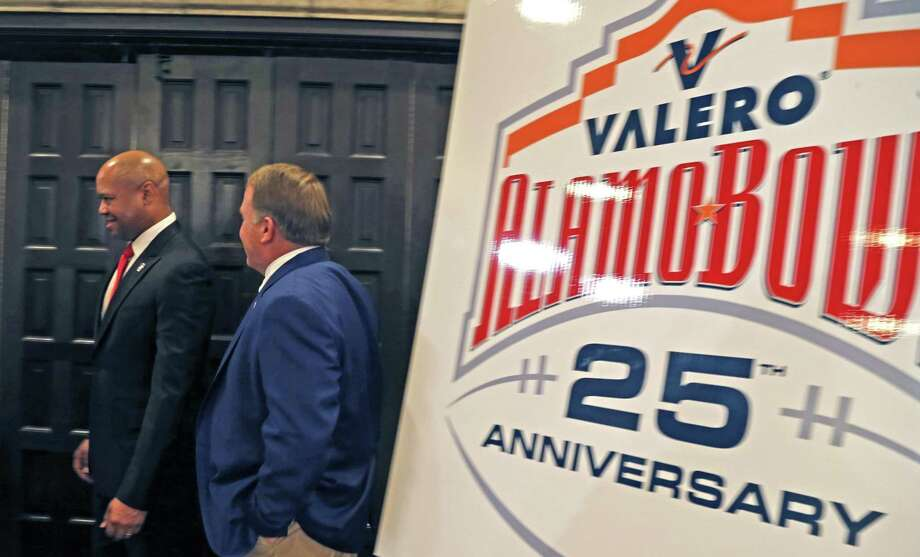 At the end of the Valero Alamo Bowl head coach press conference, David Shaw,Stanford, and Gary patterson prepare to depart at Sonterra on  Thursday, December 7, 2017. Photo: Ron Cortes, Freelance / For The San Antonio Express-News