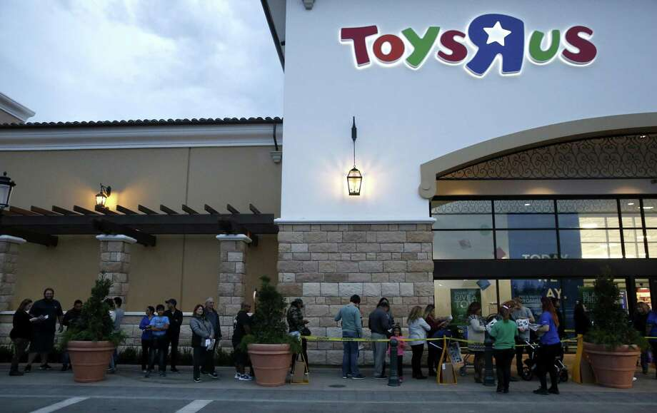Customers wait in line outside of Toys R Us on Thursday, Nov. 23, 2017. The store opened at 5 p.m. on Thanksgiving evening to begin the holiday shopping season. Toys R Us is in bankruptcy, but will pay 17 executives some $14 million in incentive bonuses, as long as the company hits its target of $550 million in earnings. Photo: Guy Wathen /The Chronicle / online yes