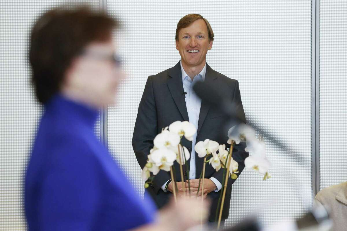 Andrew White, son of former Texas Governor Mark White, listens to his mother, former First Lady of Texas Linda Gale White, introduce him as he launches his campaign for Governor Thursday, Dec. 7, 2017 in Houston.( Michael Ciaglo / Houston Chronicle)