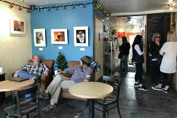 The grateful crowd grabs drinks at Coffee Connections in Ojai on Thursday, Dec. 7, 2017.