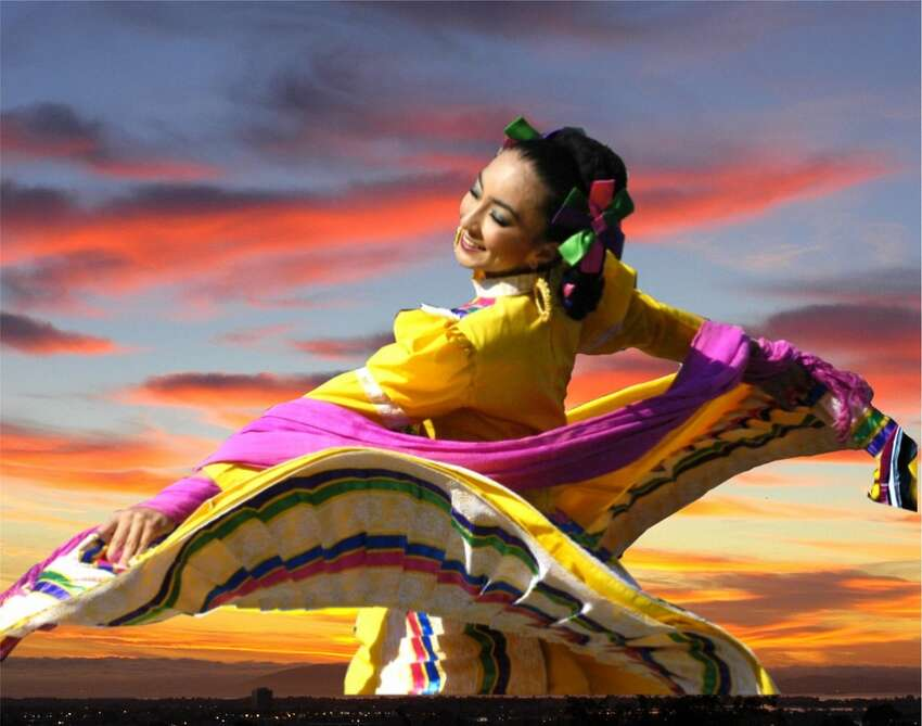 San Francisco-based Ballet Folklorico Mexicano de Carlos Moreno and the Los Angeles-based Mariachi Divas are teaming up for a holiday show. The production, titled