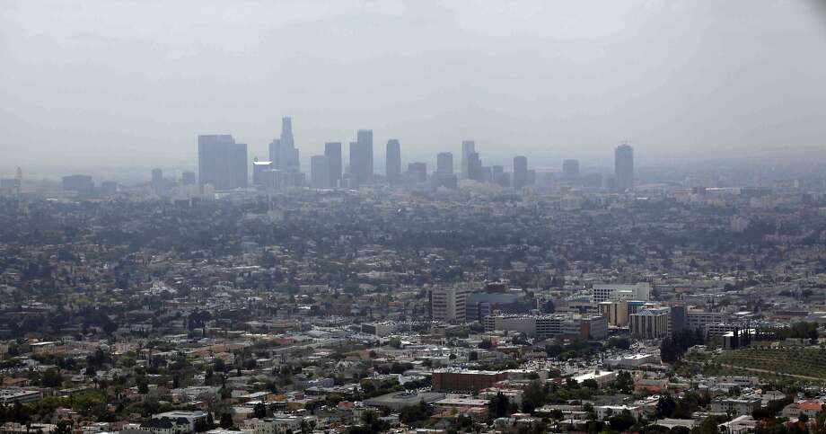 Smog covers downtown Los Angeles on a spring day in April 2009. Photo: Nick Ut, Associated Press