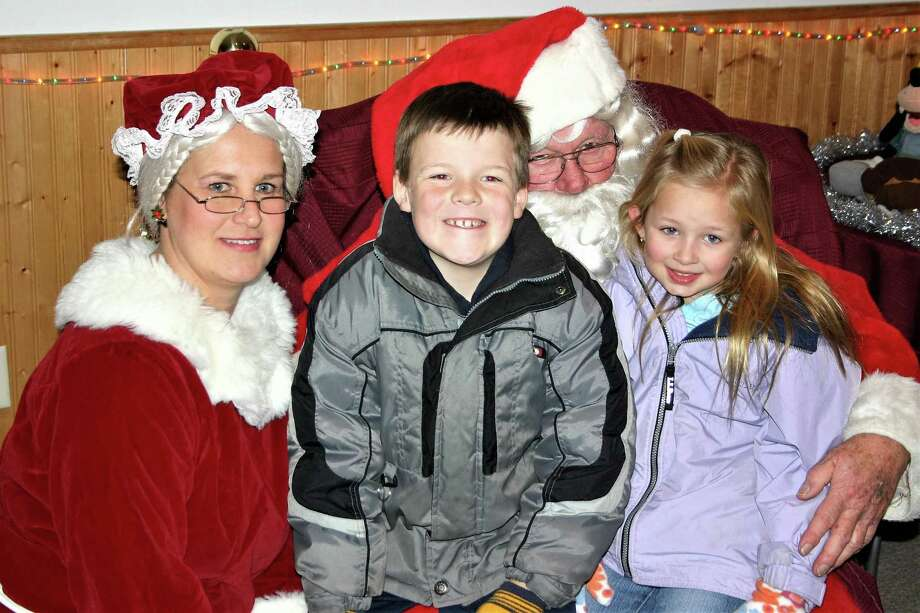 SEYMOUR RESIDENTS HUNTER AND SIERRA CRIPPS WITH MR. AND MRS. CLAUS Photo: Jean Falbo