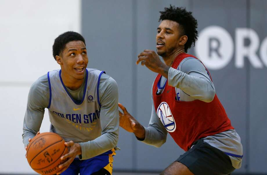 Golden State Warriors' Patrick McCaw, (left) runs a play as Nick Young defends on a play at the Warriors practice facility in Oakland, Ca. on Wednesday October 11, 2017. Photo: Michael Macor, The Chronicle