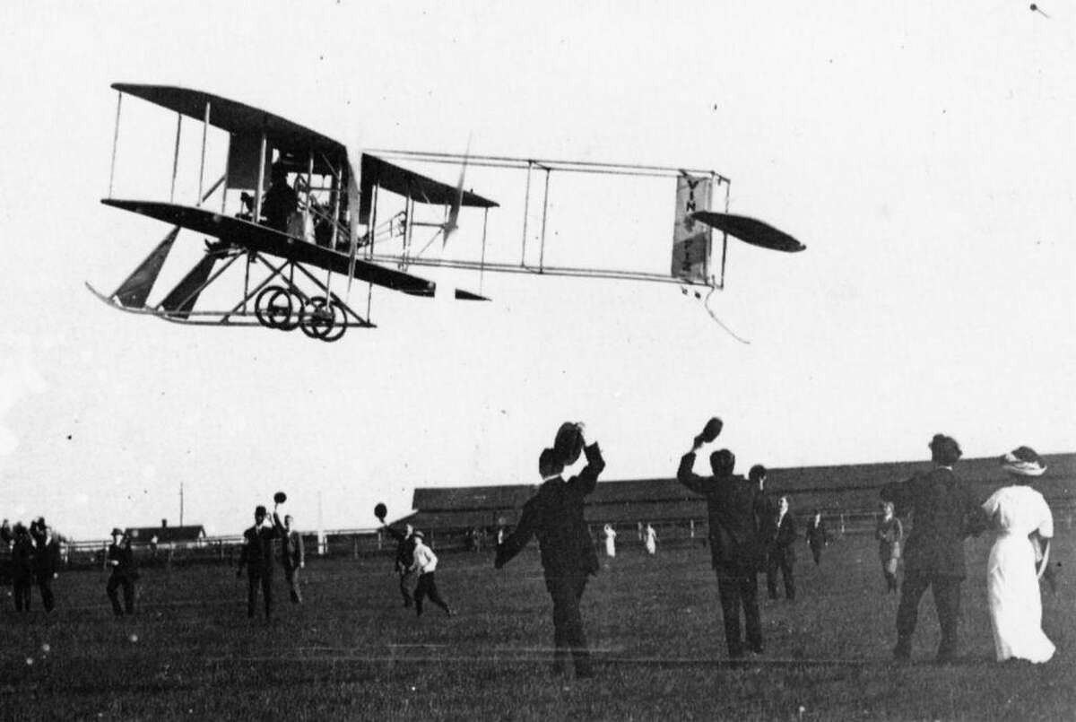 A crowd cheers Cal Rodgers in his Wright Vin Fiz on his initial takeoff in New York.