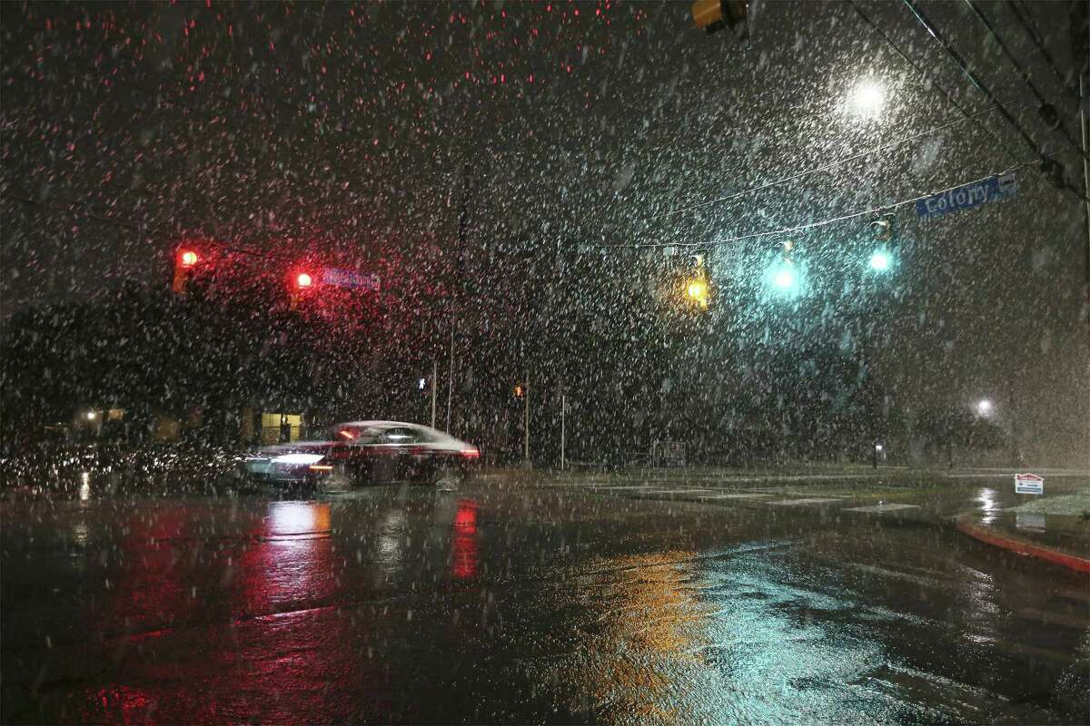 Snow falls at the intersection of Colony Drive and Vance Jackson Road in San Antonio on Thursday, Dec. 7, 2017. Not since 2011, San Antonio residents experienced a bout of snow just after sunset which gave children and adults a chance to experience a winter wonderland in a city that mostly never sees the frosty precipitation. (Kin Man Hui/San Antonio Express-News)