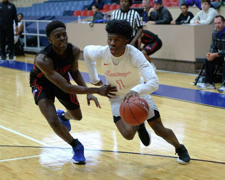 Everette Davis (1) of Westfield drives toward the hoop during pool play in the Fort Bend ISD Balfour Basketball Tournament between the Westfield Mustangs and the Oak Ridge War Eagles on Thursday December 7, 2017 at Wheeler Field House, Sugar Land, TX Photo: Craig Moseley, Staff / ©2017 Houston Chronicle
