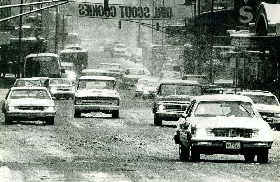 Snow on Houston street. 1985 Photo: SCOTT SINES