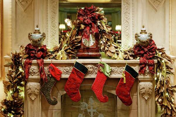 New Orleans Christmas.Grand Hotels In New Orleans Sparkle During The Holidays