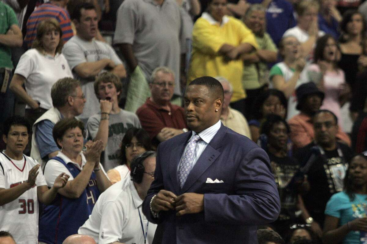 Rick Mahorn as a Detroit Shock assistant coach in 2008.
