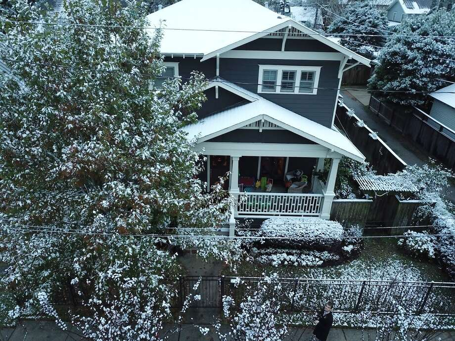 A Houston man captured some drone footage of Houston's snow, Friday, Dec.18, 2017.>>>See tips on how to prepare your home for a freeze. Photo: Sam Clayton