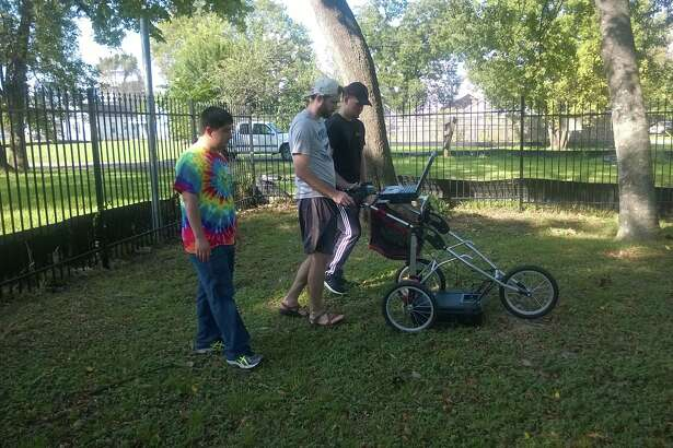 LSC-CyFair students Aaron Baker, Kenneth Purcell and John Gonzalez use Ground Penetrating Radar in Olivewood Cemetery.
