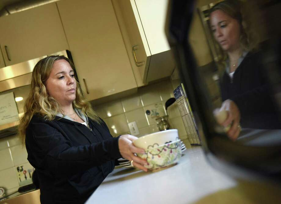 Kids in Crisis Clinical Director Kimberly Wolfson-Lisack works in the kitchen of the children's house at the Kids in Crisis headquarters in Cos Cob. Photo: Tyler Sizemore / Hearst Connecticut Media / Greenwich Time