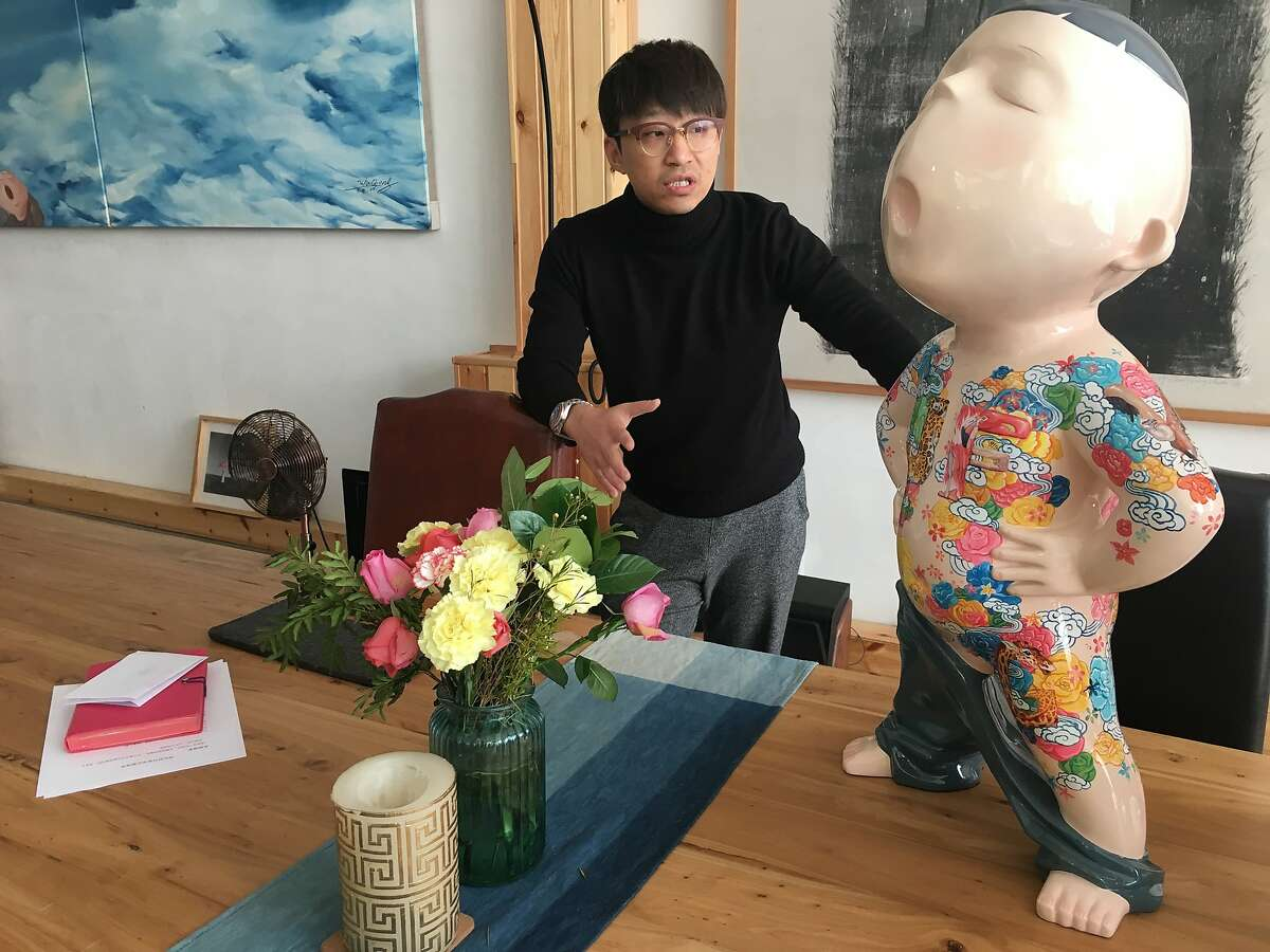 Beijing artist Wu Qiong opens his home studio to private tours arranged by the Peninsula Hotel.