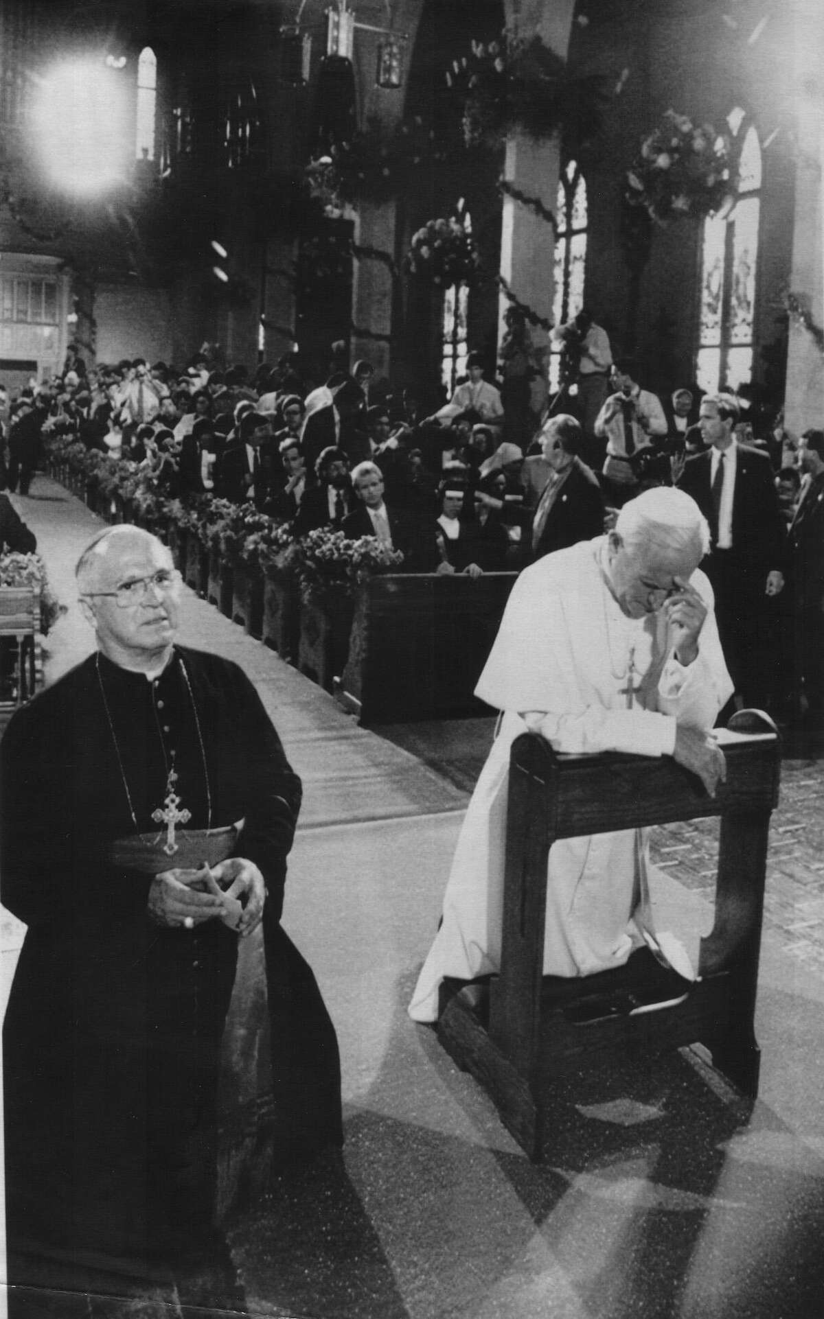 Archbishop Flores and Pope John Paul II pray at the altar at San Fernando Cathedral during his visit in San Antonio Sept 13, 1987. The pope met with seminarian candidates for religious orders at the cathedral.