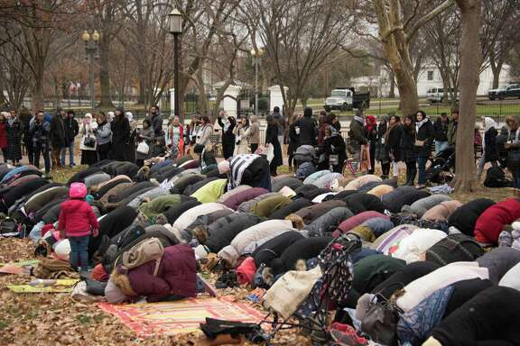 Muslim worshippers gather in front of the White House for the Friday prayer on Dec. 8, 2017 to protest President Donald Trump's declaration of Jerusalem as Israel's capital.. (AFP/Getty Images)