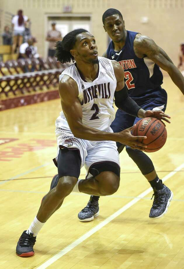 TAMIU forward Kamari Robinson was one of three seniors who stepped up in their final games Saturday. Robinson was kicked out of practice two days ago for a lack of effort, but the move spurred him to one of his best games this year with 15 points and nine rebounds. Photo: Danny Zaragoza /Laredo Morning Times File