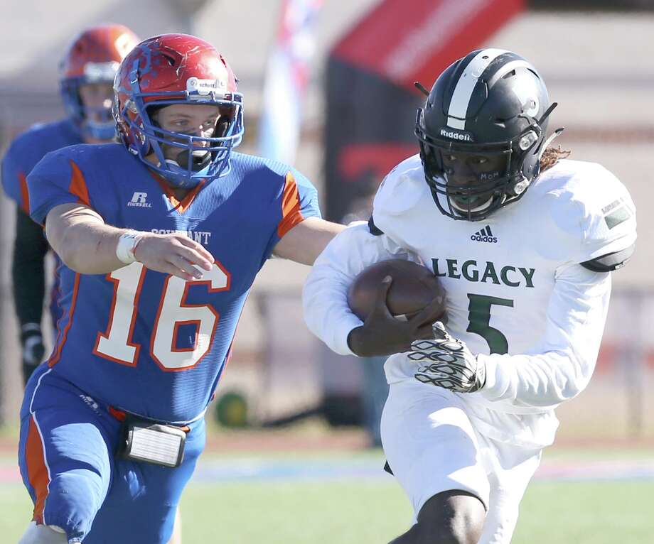 Legacy Preparatory Christian Academy's Jay Smith (5) runs past Covenant Christian Academy's Mason Roach (16) in the second half  Saturday December 9, 2017, in Waco, Tx. (Special Contributor, Jerry Larson) Photo: Jerry Larson / Freelancer