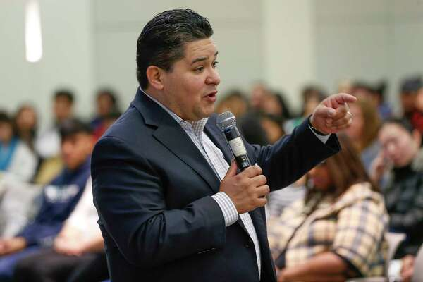HISD Superintendent Richard Carranza gives the keynote address at the start of the HISD's third-annual Dream Summit, which assists students with the college applications and financial aid processes.