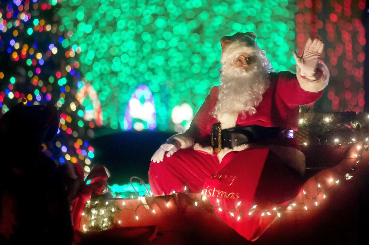 Santa Claus waves to the crowd during the Auburn Christmas Parade of Lights on Saturday, Dec. 9, 2017 in downtown Auburn. (Katy Kildee/kkildee@mdn.net)