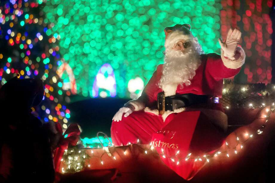 Santa Claus waves to the crowd during the Auburn Christmas Parade of Lights on Saturday, Dec. 9, 2017 in downtown Auburn. (Katy Kildee/kkildee@mdn.net) Photo: (Katy Kildee/kkildee@mdn.net)